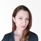 photo of GloriaFood blog writer Andreea Dobrila