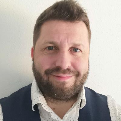 Mikolášek (šéfredaktor HMG)