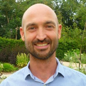 Dr Kevin Holmes
