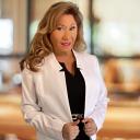 Sandra Flores, Broker