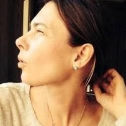 avatar for Laura Deschamps