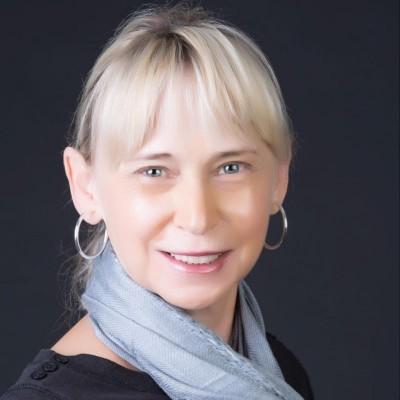 Ellen Paris