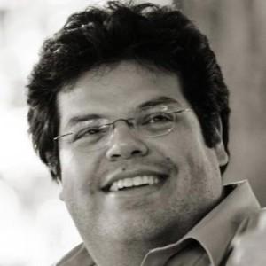 Profile picture for Roberto Santiago