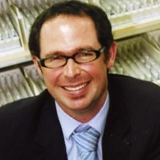 Dr Daman Langguth, FRACP, FRCPA
