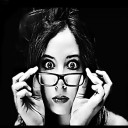 Reportera con gafas