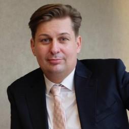 avatar for Dr Maximilian Krah